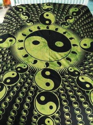 Yin Yang Throw Green