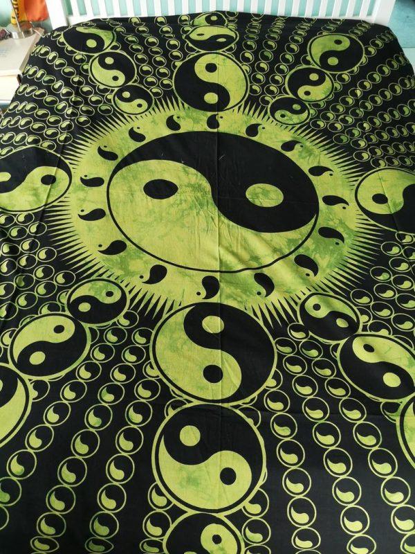 Yin Yang Throw Green