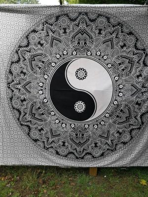 Yin Yang Throw White